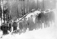 [image:EverettPublicLibrary/flickr] A body being removed by sled.