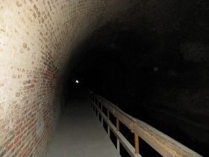 (images:27130869@N06/flickr) Paw Paw Tunnel