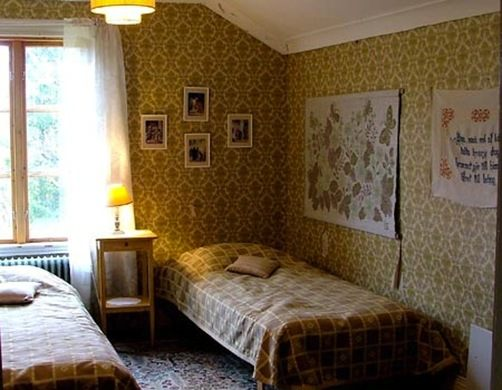 A photo of the yellow room at the Borgvattnet