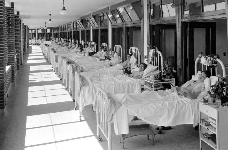 A photo showing some of the patients at the Waverly Hills Sanatorium