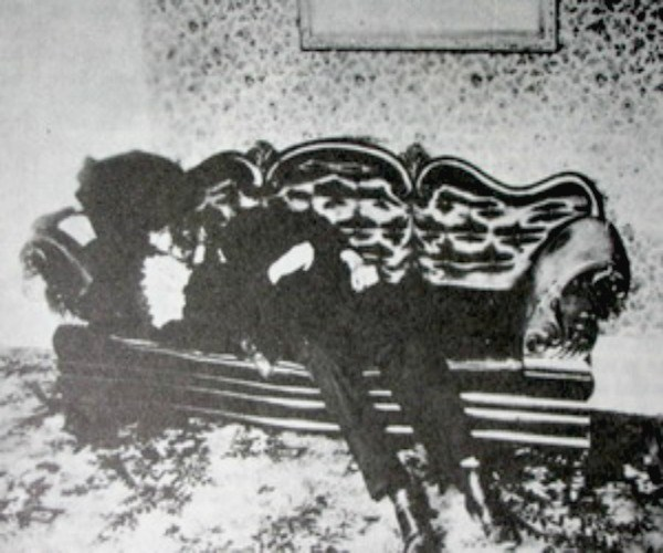 A photo showing the dead body of Andrew Borden at the Lizzie Borden House