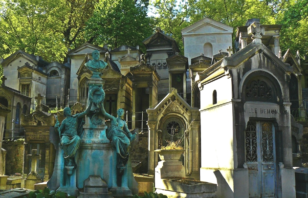 One of the crowded cemeteries in Paris