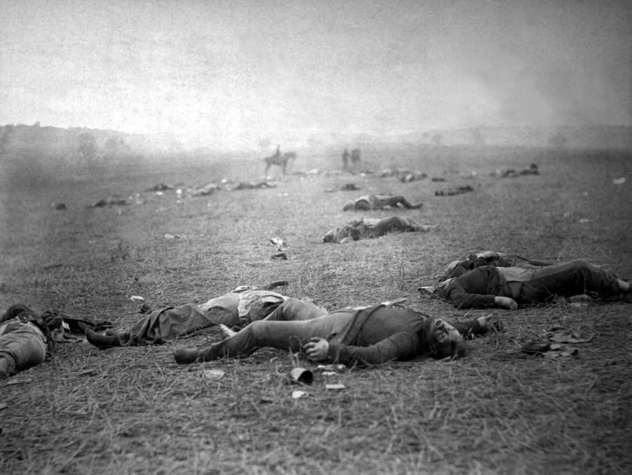 A photo showing some of the dead bodies at the Gettysburg battlefield