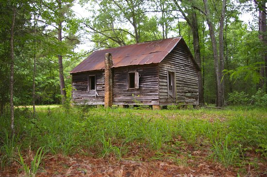 A photo of the one-room schoolhouse in Cahawba
