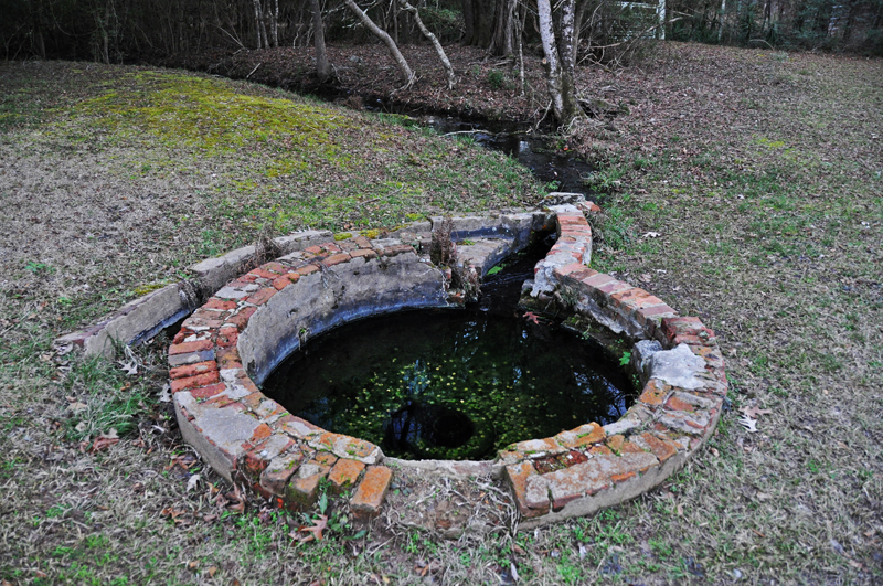 A photo of the well in Cahawba