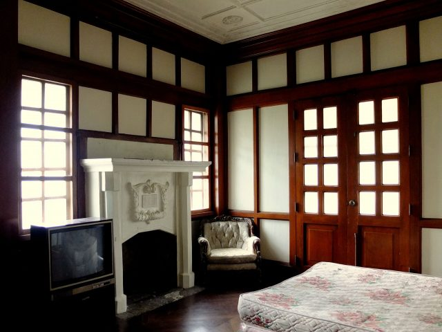One of the rooms inside the Laperal White House