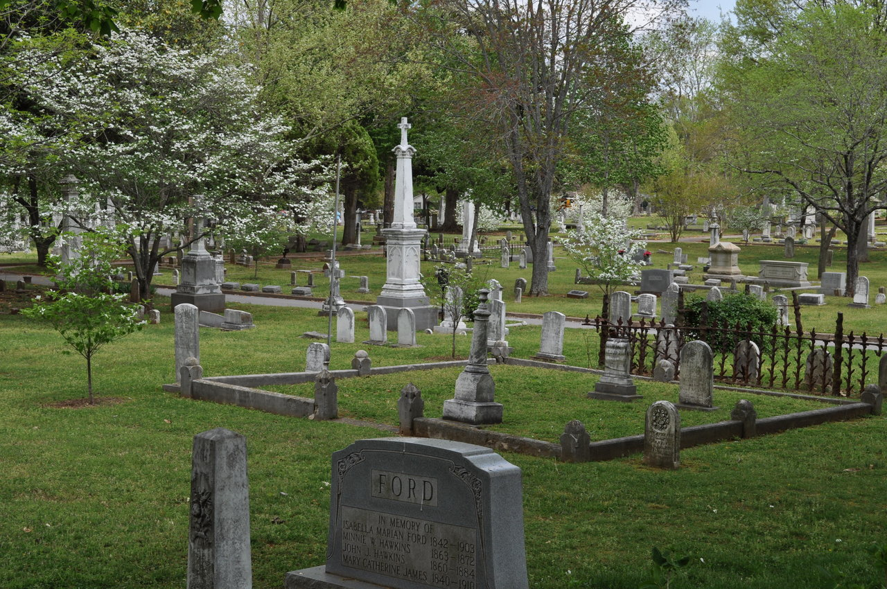 A photo showing an area of Maple Hill Cemetery