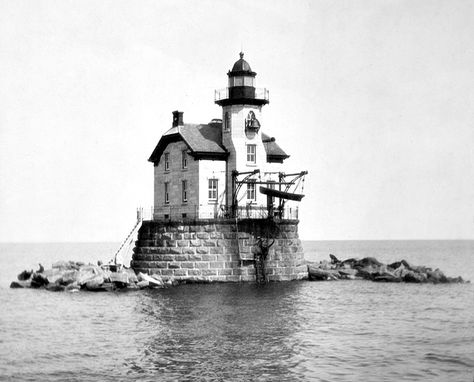 Stratford Shoal Lighthouse as seen in an old photo