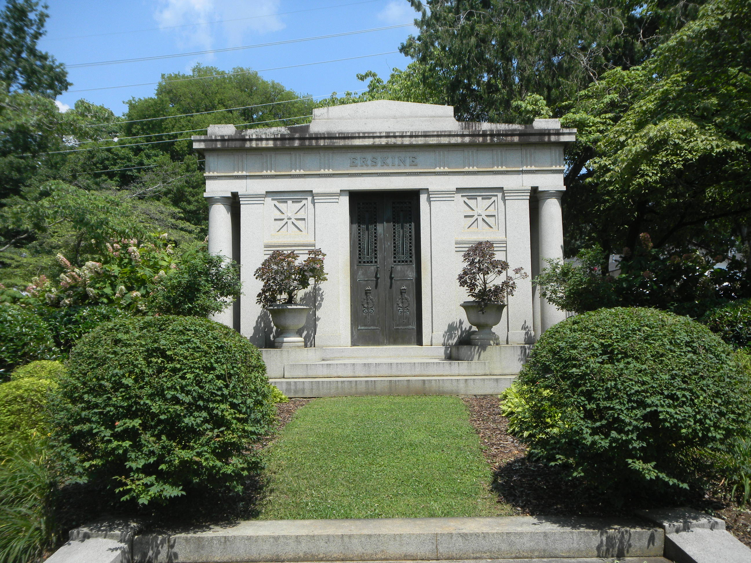 The mausoleum where Albert Russel Erskine is buried together with his wife and parents at the Maple Hill Cemetery
