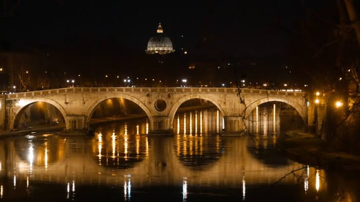 The Ponte Sisto bridge at night