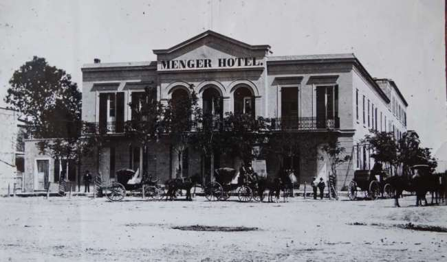 An old photo of the Menger Hotel