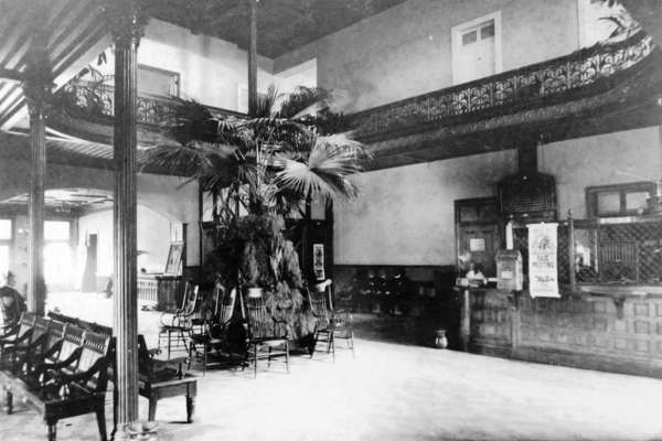 Inside the Menger Hotel in the past